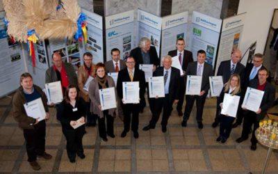 Urkundenübergabe für Teilnehmer